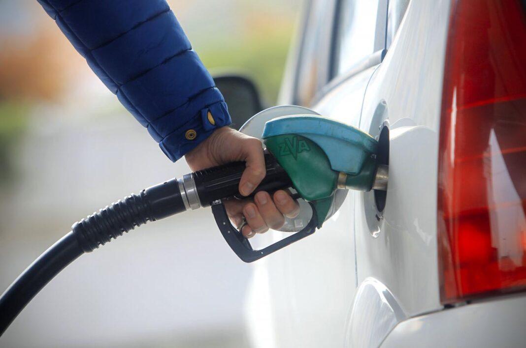 Zbog skoka cene nafte gorivo skuplje za oko dinar