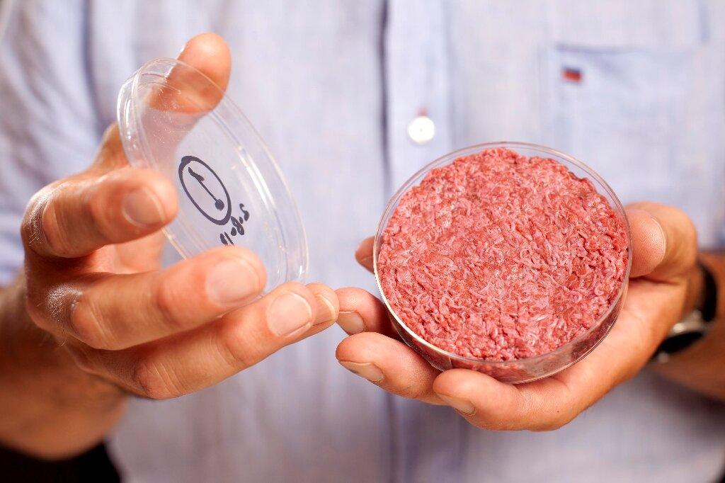 Bil Gejts traži od bogatih da koriste sintetičku govedinu