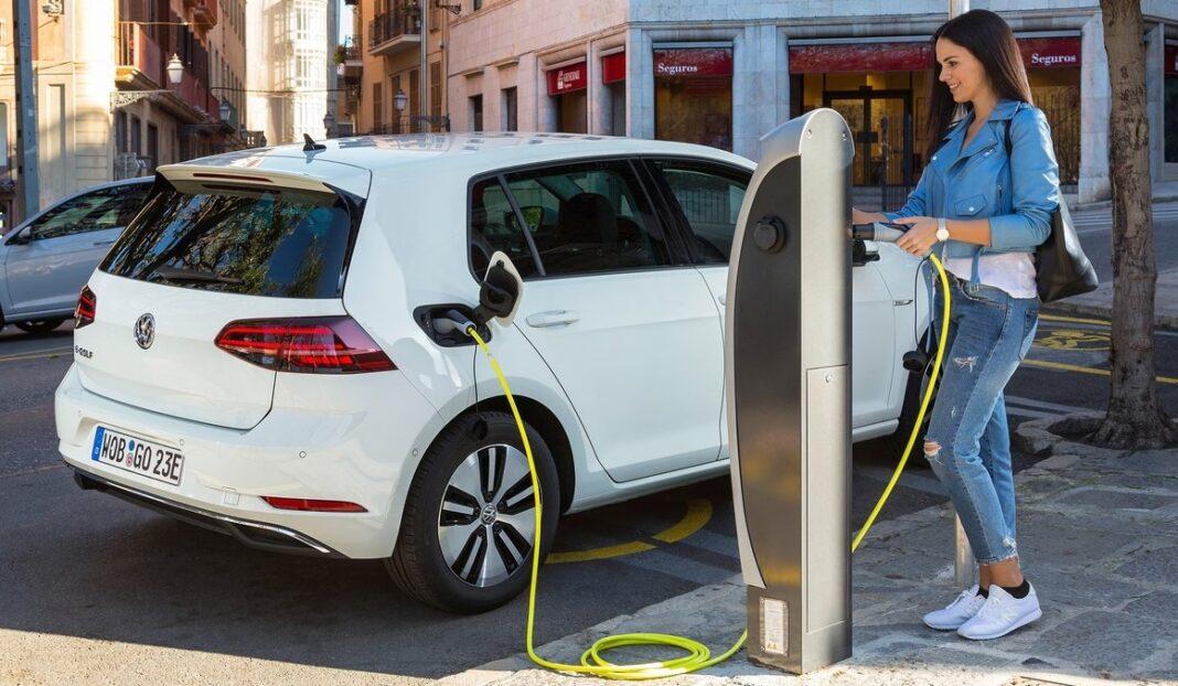 Uskoro naplata struje za punjenje vozila, ali putarina manja za 13 odsto