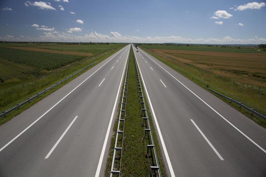 Više od 3,3 milijarde dinara za infrastrukturne projekte u Vojvodini