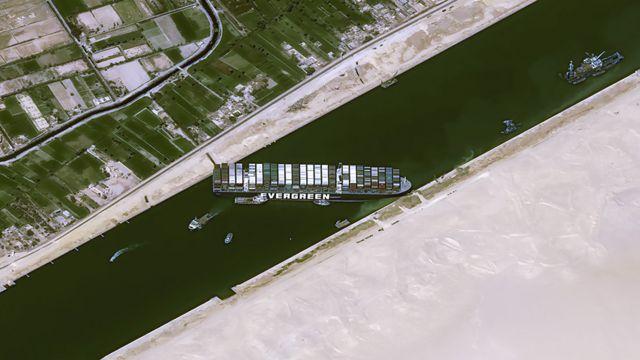 Egipat, trgovina i nafta: Kako je džinovski brod blokirao Suecki kanal i kolika je šteta već napravljena